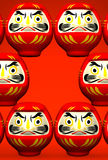 Lucky Daruma Dolls On Red-Text-Raum Stockbild