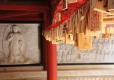 Lucky Hanging Wooden et Bouddha Dans le temple bouddhiste, Nanjing, Chine photos libres de droits