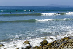 Lucky Surfer Waves imagem de stock
