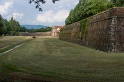 Lucques, murs de ville de Romains Photographie stock libre de droits