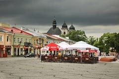 Luczkowski kvadrerar - den gamla stadsmarknadsfyrkanten i Chelm poland royaltyfri foto