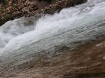 Luda Mara rzeka na początku rzeki - wodny zasób wodny w Petrich zbiory