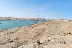 Luderitz miasta widok od Atlantyckiego oceanu, słoneczny dzień, diament kołysa Namibia, Afryka Obrazy Stock