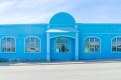 Luderitz, Namibia - 8 de julio de 2014: Casa colonial histórica alemana azul brillante el día soleado Foto de archivo libre de regalías