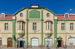 Luderitz Namibia - Juli 08 2014: Historiska koloniala byggande Roedikerhaus av tyska koloniala tider Royaltyfria Bilder