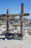 Luderitz Namibia, Lipiec, - 09 2014: Pogodowa skała na drewnianej polesat Diaz punktu kawiarni na Luderitz półwysepie Zdjęcie Royalty Free