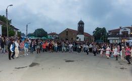 Ludowy taniec przy Nestinar grami w wiosce Bulgarians, Bułgaria Zdjęcie Royalty Free