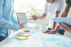 Ludzi biznesu i projektantów brainstorming spotkania drużyna Zdjęcie Stock