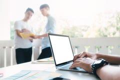 Ludzi biznesu i projektantów brainstorming spotkania drużyna Obrazy Stock