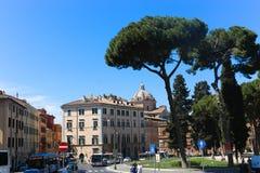 Ludzi i turystów przespacerowanie przy Watykan zdjęcia royalty free