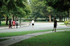 Ludzie ćwiczenia w parku Fotografia Royalty Free