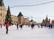 Ludzie łyżwy na lodowisku Obrazy Royalty Free