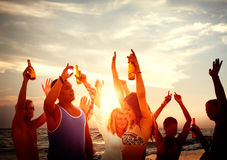 Ludzie świętowanie plaży przyjęcia wakacje letni wakacje pojęcia Zdjęcie Stock