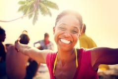 Ludzie świętowanie plaży przyjęcia wakacje letni wakacje pojęcia Fotografia Stock