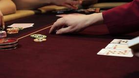 Ludzie bawić się grzebaka Dwa mężczyzny i dwa kobieta Kasynowy hazard zbiory
