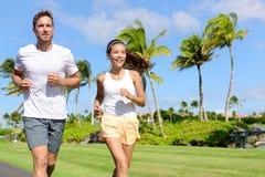 Ludzie biega w miasto parku - aktywny styl życia Obrazy Royalty Free