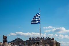 Ludzie bierze obrazki na górze miejsce przeznaczenia wzgórza, Ateny fotografia stock