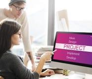 Ludzie biznesu brainstorming o projekcie fotografia royalty free