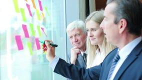 Ludzie biznesu brainstorming pomys?y zbiory