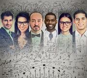 Ludzie biznesu brainstorming wymieniający pomysł fotografia royalty free