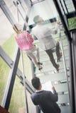 Ludzie biznesu chodzi na schodkach Ludzie biznesu w busine Obrazy Stock
