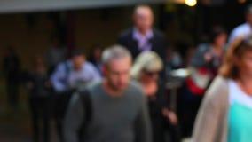 Ludzie biznesu chodzi w górę schodków zdjęcie wideo