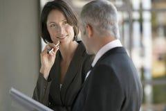 Ludzie Biznesu Dyskutuje W biurze Obrazy Royalty Free