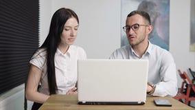 Ludzie Biznesu Dyskutuje W biurze zbiory
