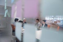 Ludzie biznesu grupują brainstorming na spotkaniu Zdjęcie Stock