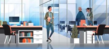 Ludzie biznesu komunikuje pojęcia biurowego wewnętrznego kreatywnie miejsca pracy nowożytnego coworking męskiego żeńskiego postać royalty ilustracja