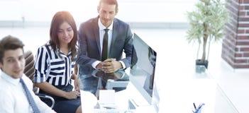 Ludzie biznesu konferenci i spotkanie w nowożytnym biurze obrazy stock
