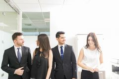 Ludzie Biznesu Ma Dobrego czas W biurze obrazy royalty free