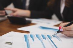 Ludzie biznesu ma spotkania biznesmen wo & bizneswoman obrazy stock