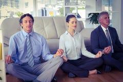 Ludzie biznesu medytuje w lotos pozie Zdjęcia Stock