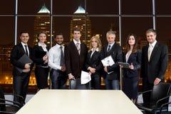 Ludzie biznesu na tle drapacze chmur Zdjęcie Royalty Free