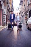 Ludzie biznesu para wchodzić do hotelu Fotografia Stock