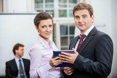 Ludzie biznesu pracuje w biurowej pracie zespołowej Obraz Stock