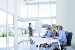 Ludzie biznesu słucha podczas spotkania zdjęcia stock