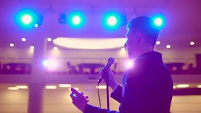 Ludzie biznesu seminaryjnego widowni spotkania szkolenia trenera biznesmena konferencyjnego męskiego głośnikowego studiowania mow zbiory wideo
