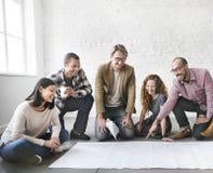 Ludzie Biznesu Spotyka dyskusi Brainstorming kopii przestrzeń Conc obrazy royalty free