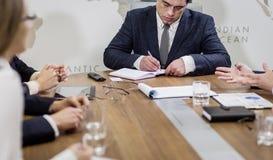 Ludzie Biznesu Spotyka Konferencyjnej dyskusi Korporacyjnego pojęcie, Zdjęcia Royalty Free