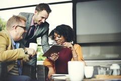 Ludzie Biznesu Spotyka Korporacyjną Cyfrowej pastylki technologię Conc Zdjęcia Stock