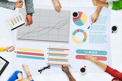 Ludzie Biznesu Spotyka Planistyczne analiz statystyki Brainstormi obrazy stock