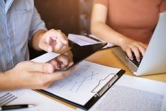 Ludzie Biznesu Spotyka projektów pomysłów fachowego inwestora worek Obraz Stock
