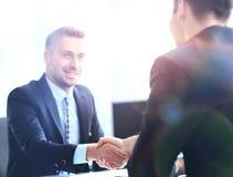 Ludzie biznesu spotyka w nowożytnym biurze Zdjęcie Stock