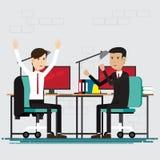 Ludzie Biznesu szczęśliwi w pokoju przy biurem Obraz Royalty Free
