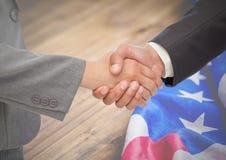 Ludzie biznesu trząść ich ręki przeciw flaga amerykańskiej Obrazy Stock