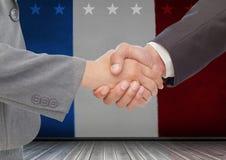 Ludzie biznesu trząść ich ręki przeciw flaga amerykańskiej Obraz Stock