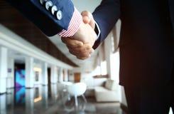Ludzie biznesu trząść ręki, wykończeniowy up spotkanie Obraz Royalty Free
