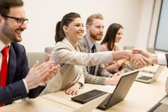 Ludzie biznesu trząść ręki wykończeniowy up spotkanie Obraz Stock